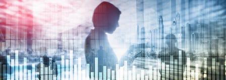 Graphique d'affaires et de finances sur le fond brouillé Concept de commerce, d'investissement et de sciences économiques photos stock