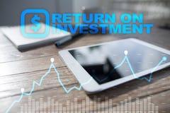 Graphique de ROI, retour sur l'investissement, marché boursier et affaires et concept marchands d'Internet images stock