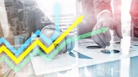 Graphique financier de flèches de croissance Investissement et concept marchand photo libre de droits