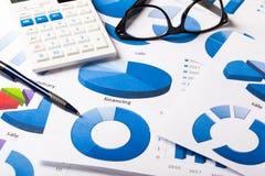 Graphiques de gestion bleus image stock