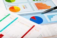 Graphiques de gestion et diagrammes, fond d'affaires dessus Images libres de droits