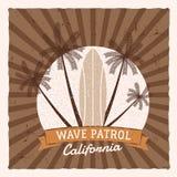 Graphiques et affiche surfants de vintage pour le web design ou la copie Surfer, conception de logo de style de plage Insigne de  Photo libre de droits