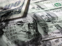 Graphiques et argent de marché boursier Photographie stock