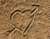 Graphisme de coeur d'amour dans le sable Image libre de droits