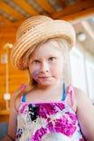 Grappig babymeisje in hoed Stock Afbeeldingen