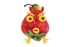 Grappig die portret van aardbeien, bananen en sinaasappelen wordt gemaakt Stock Afbeeldingen