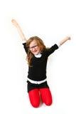 Grappig glimlachend meisje met glazen dat op witte achtergrond wordt geïsoleerdt Stock Foto's