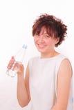 Grappig jong meisje met een fles mineraalwater Stock Afbeeldingen