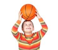 Grappig kind met een basketbal Royalty-vrije Stock Afbeeldingen