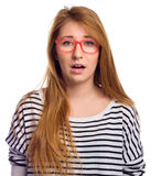 Grappig portret van opgewekte vrouw die de slijtage van het glazenoog dragen Vrouw die grappige die gezichtsuitdrukking maken op  Stock Foto