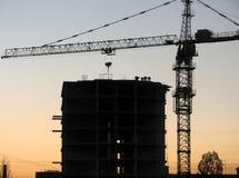 Grappig stelt van bouwers in de avond bouwwerf Royalty-vrije Stock Foto's