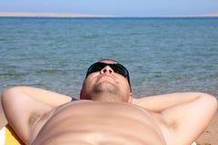 Grappig toeristengezicht in zonnebril Royalty-vrije Stock Foto