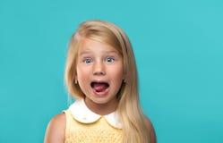 Grappig, vrij jong meisje stock afbeeldingen
