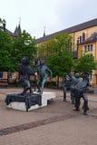 Grappige beeldhouwwerken op vierkante Place du Theatre dichtbij Theatre des Capucins in Luxemburg stock fotografie