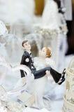 Grappige beeldjesbruid en bruidegom Royalty-vrije Stock Afbeelding