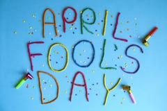 Grappige die de dwazendag van doopvont eerste april in plastecine van verschillende kleuren wordt geschreven Stock Foto's