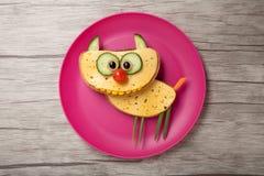 Grappige die kat van brood en kaas wordt gemaakt Royalty-vrije Stock Afbeeldingen