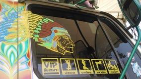 Grappige en grappige stickers gezet op vrachtwagenvenster Stock Foto