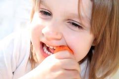 Grappige het eten wortel Royalty-vrije Stock Foto's