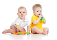 Grappige kinderen met muzikaal speelgoed royalty-vrije stock foto's