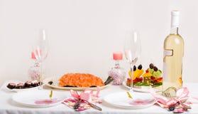 Grappige lunch met sandwiches en witte wijn Stock Fotografie