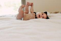 Grappige 6 maand oude baby Stock Fotografie