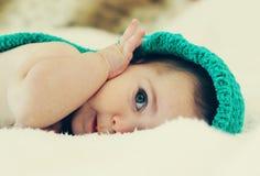 Grappige 6 maand oude baby Royalty-vrije Stock Afbeelding