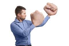 Grappige mens met grote vuisten klaar voor strijd Stock Foto's