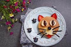 Grappige pannekoeken voor jonge geitjesontbijt Royalty-vrije Stock Fotografie