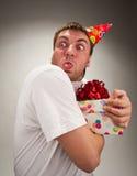 Grappige verjaardagsmens die gezicht maakt Stock Fotografie