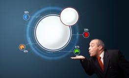 Grappige zakenman die abstract modern cirkeldiagram met exemplaar voorleggen Stock Foto