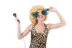 Grappige zanger  vrouw met mic Stock Fotografie