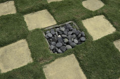 Gras-konkreter und gewaschener Stein Stockfotos