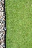 Gras und Kiesel Stockbilder