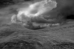 Grasartiger Hügel Lizenzfreies Stockbild