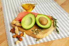 Grasas sanas Alimento biológico fresco en la tabla fotografía de archivo libre de regalías