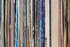 Grasen durch Vinylaufzeichnungssammlung Abbildung kann für verschiedene Zwecke benutzt werden Kopieren Sie Platz Stockfotografie