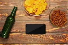 Graseninternet mit Smartphone im Stangenkonzept Stockbilder