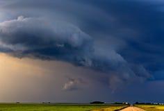 Grasland-Sturm-Wolken Stockbild