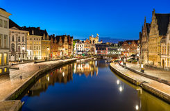 Graslei à Gand, twiligh Belgique Photo stock