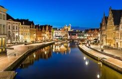 Graslei i Ghent, twiligh Belgien Arkivfoto
