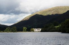 Grasmere Lake, hotel and Dunmail Raise Stock Photo