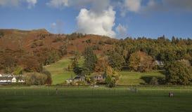 Grasmere, Meerdistrict, Engeland, het UK - heuvels en weiden stock fotografie