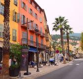 GRASSE, FRANÇA - em outubro de 2017: Arquitetura da cidade de Grasse em França do sul Grasse é famoso para sua indústria de perfu foto de stock royalty free