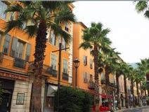 GRASSE, FRANÇA - em outubro de 2017: Arquitetura da cidade de Grasse em França do sul Grasse é famoso para sua indústria de perfu fotos de stock royalty free