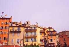 GRASSE, FRANÇA - em outubro de 2017: Arquitetura da cidade de Grasse em França do sul Grasse é famoso para sua indústria de perfu fotografia de stock