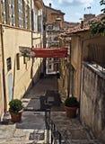 Grasse - gammal gata Royaltyfria Bilder