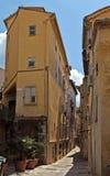 Grasse - gammal gata Arkivfoton