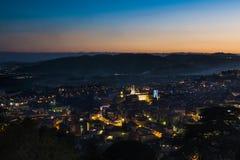 Grasse por noche, Francia Imagen de archivo libre de regalías