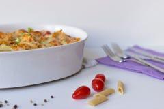 Gratén con las pastas y el queso Foto de archivo libre de regalías